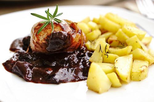 Roasted pork tenderloin with plum-red wine sauce