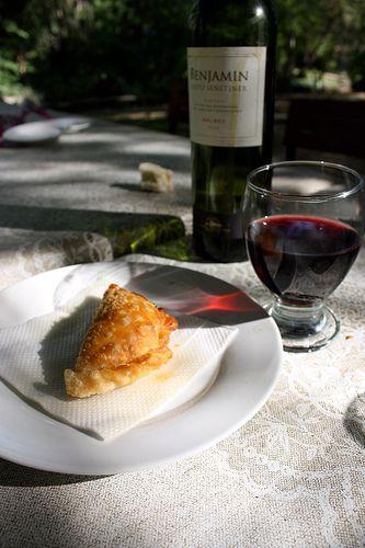 Empanada y vino
